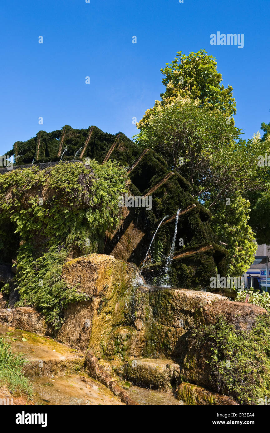 France, Vaucluse, Luberon, Isle sur la Sorgue, water wheel used to operate paper mill - Stock Image