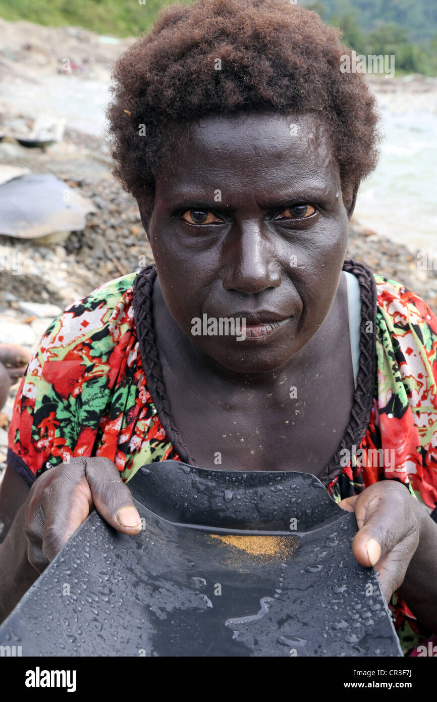 Woman panning gold in the polluted Jaba river flowing from Panguna copper mine. Autonomous Region of Bougainville, - Stock Image