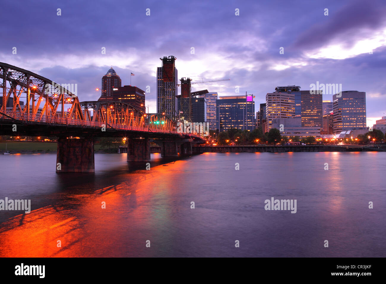 Portland Oregon skyline at dusk - Stock Image