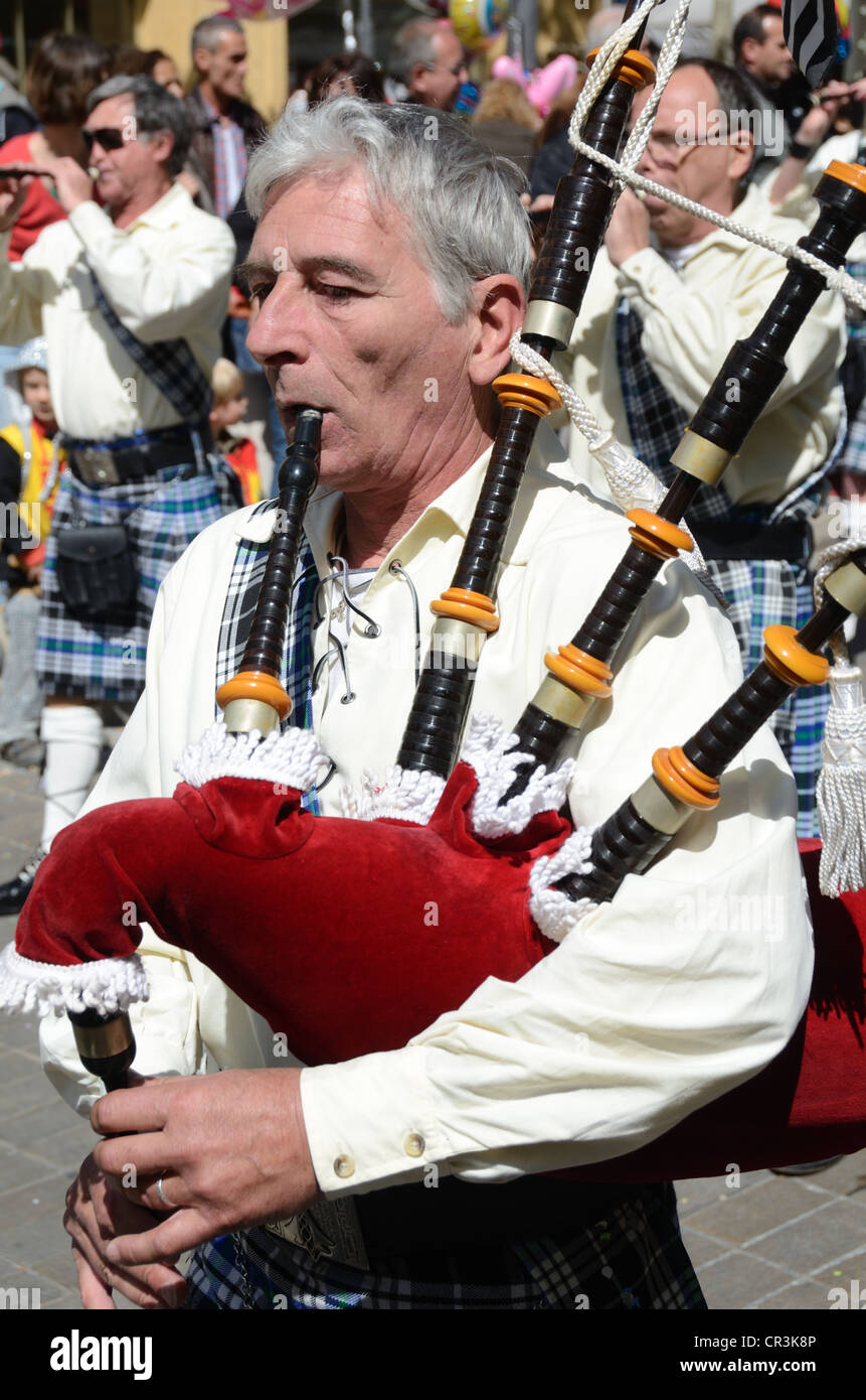 Breton Piper Playing Bagpipes or Biniou Braz in Marching Band at Spring Carnival Aix-en-Provence Provence France - Stock Image
