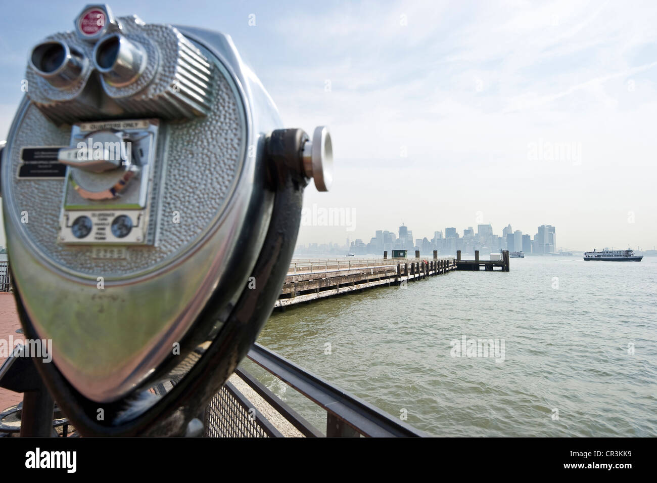 Telescope with a view of Liberty Island and the skyline of Manhattan, New York, USA - Stock Image