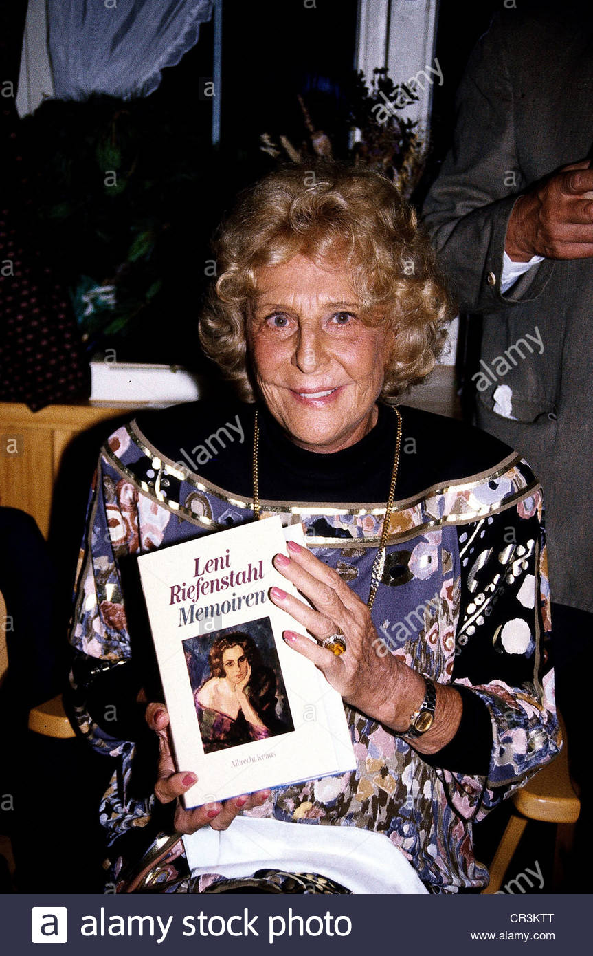 Riefenstahl, Leni, 22.8.1902 - 8.9.2003, German actress, director, photographer, portrait, presenting her memoirs, - Stock Image