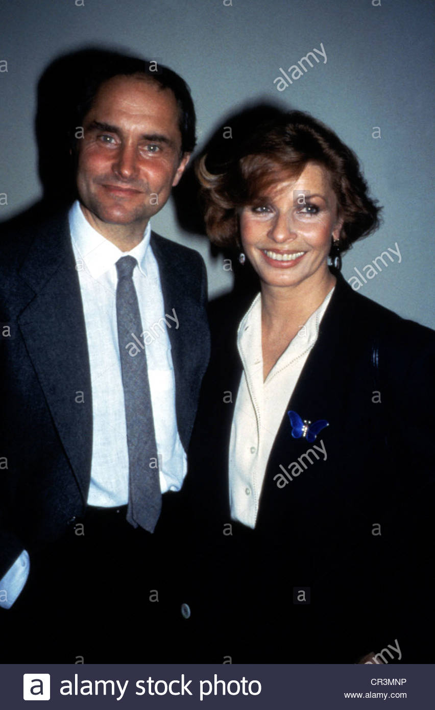 Berger, Senta, * 13.5.1941, Austrian actress, half length, with Michael Verhoeven, 1980s, tie, laughing, smiling, - Stock Image