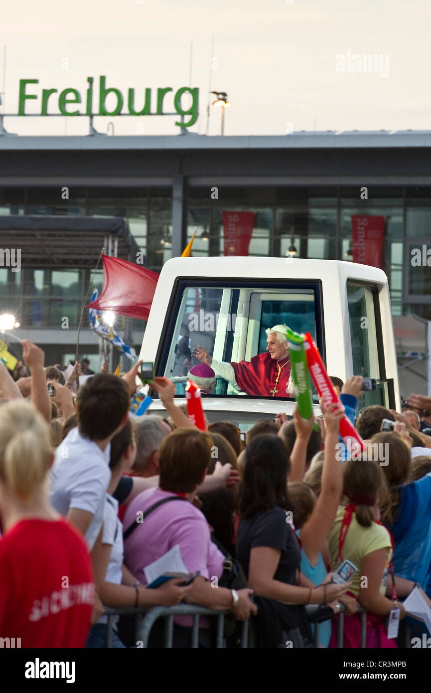 Youth Vigil at the new Messe Freiburg Conference Centre, during the visit of Pope Benedict XVI on 24th September - Stock Image