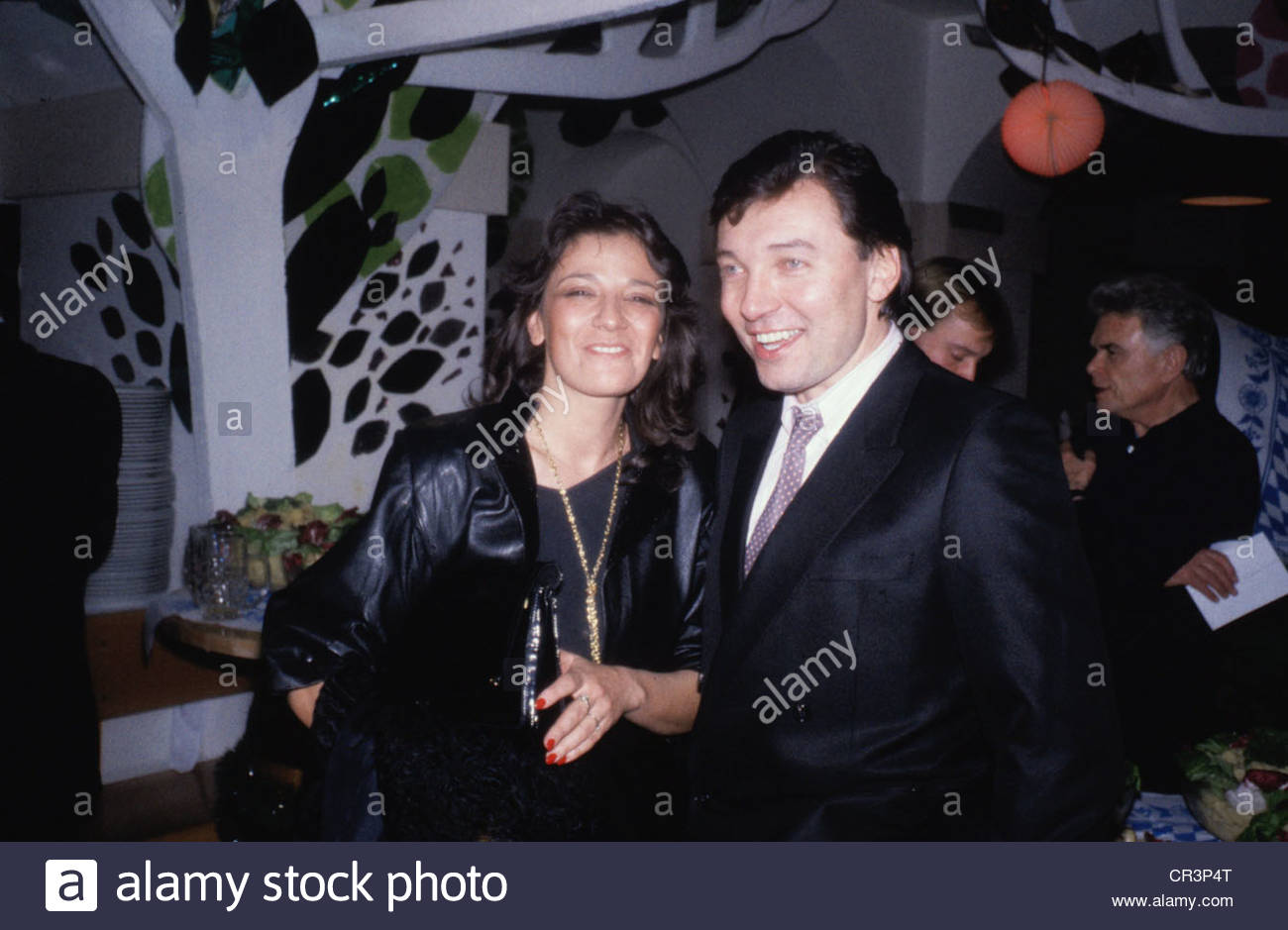 Gott, Karel, * 14.7.1939, Czech singer, half length, with an unknown woman, 1980s, 80s, male, man, couple, female, - Stock Image