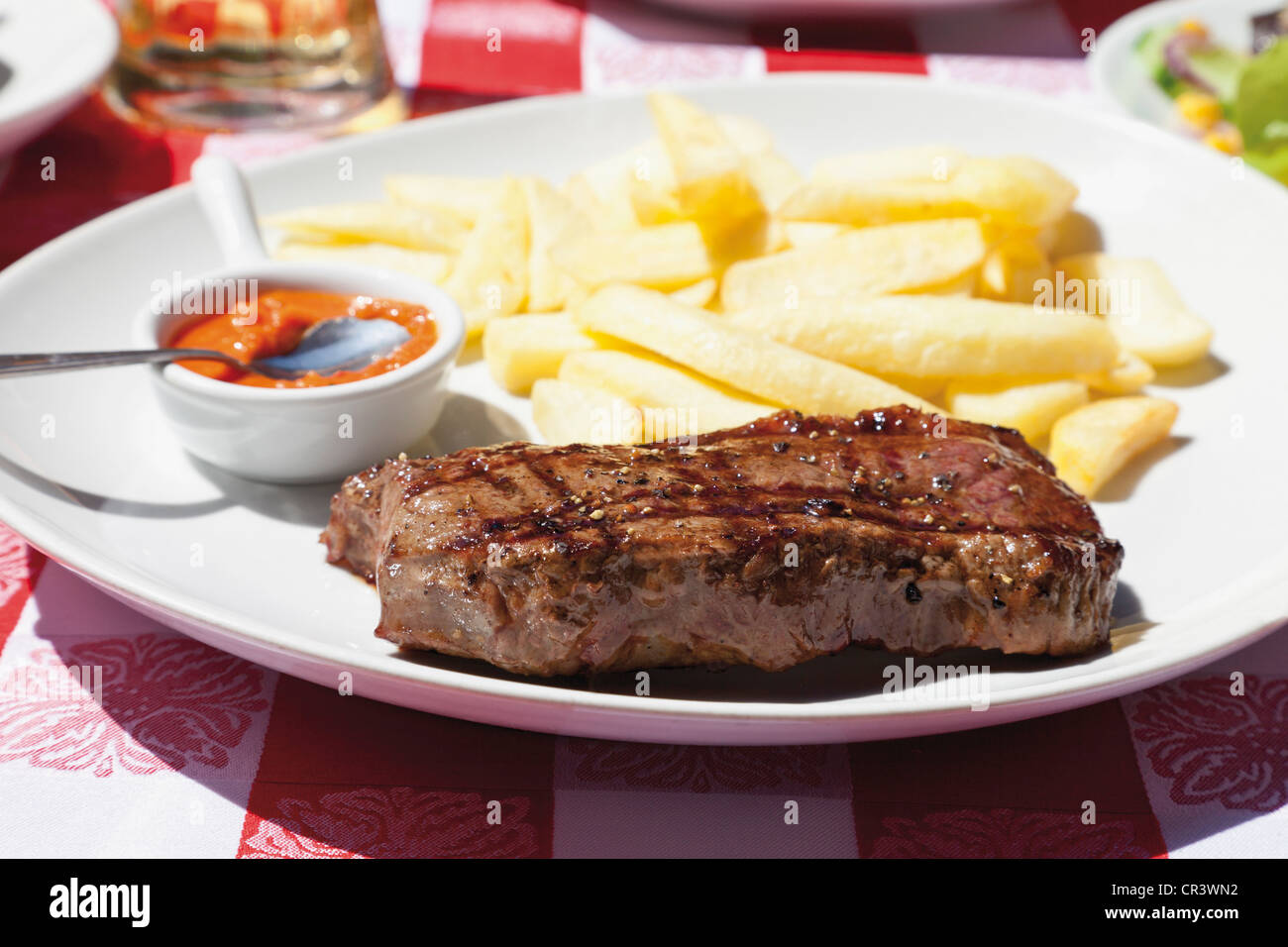 Argentinean rump steak with chips and salsa dip - Stock Image