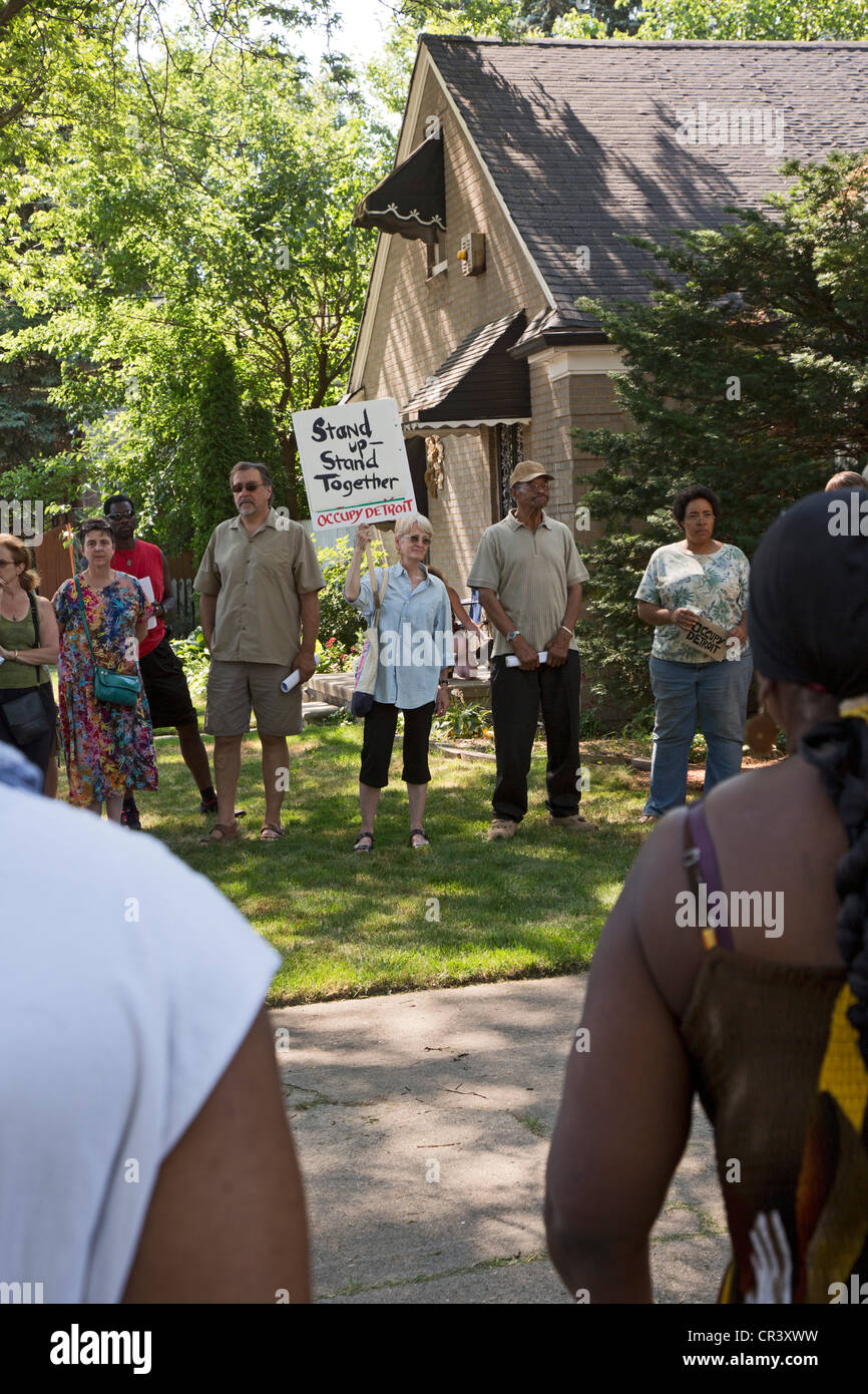 Neighbors rally stop stop home foreclosure - Stock Image