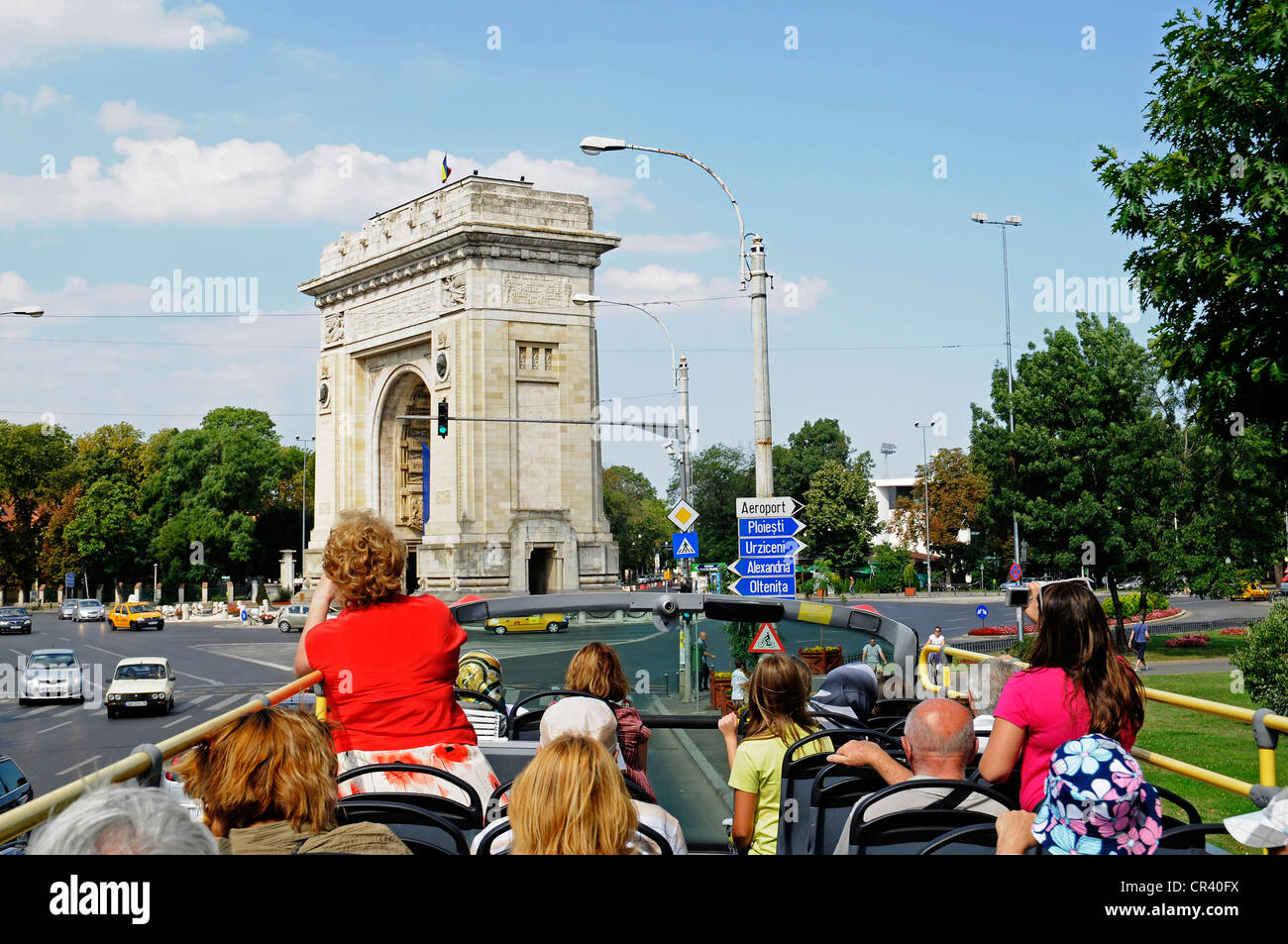 Tourist bus, city tour, triumphal arch, Bucharest, Romania, Eastern Europe - Stock Image