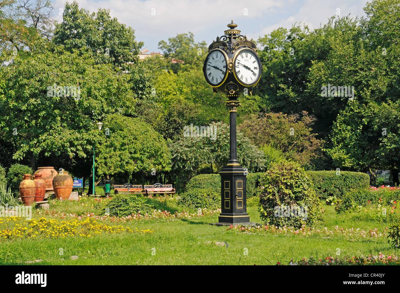 Street clock, Cișmigiu Gardens, Bucharest, Romania, Eastern Europe, Europe, PublicGround - Stock Image