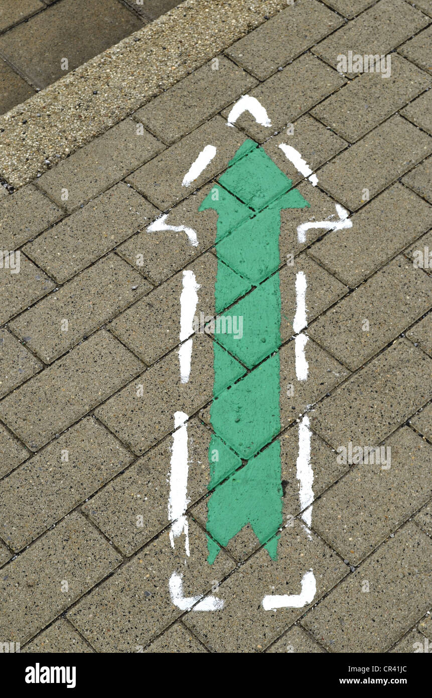 Sign, green arrow on a sidewalk, Essen, Ruhr Area, North Rhine-Westphalia, Germany, Europe - Stock Image