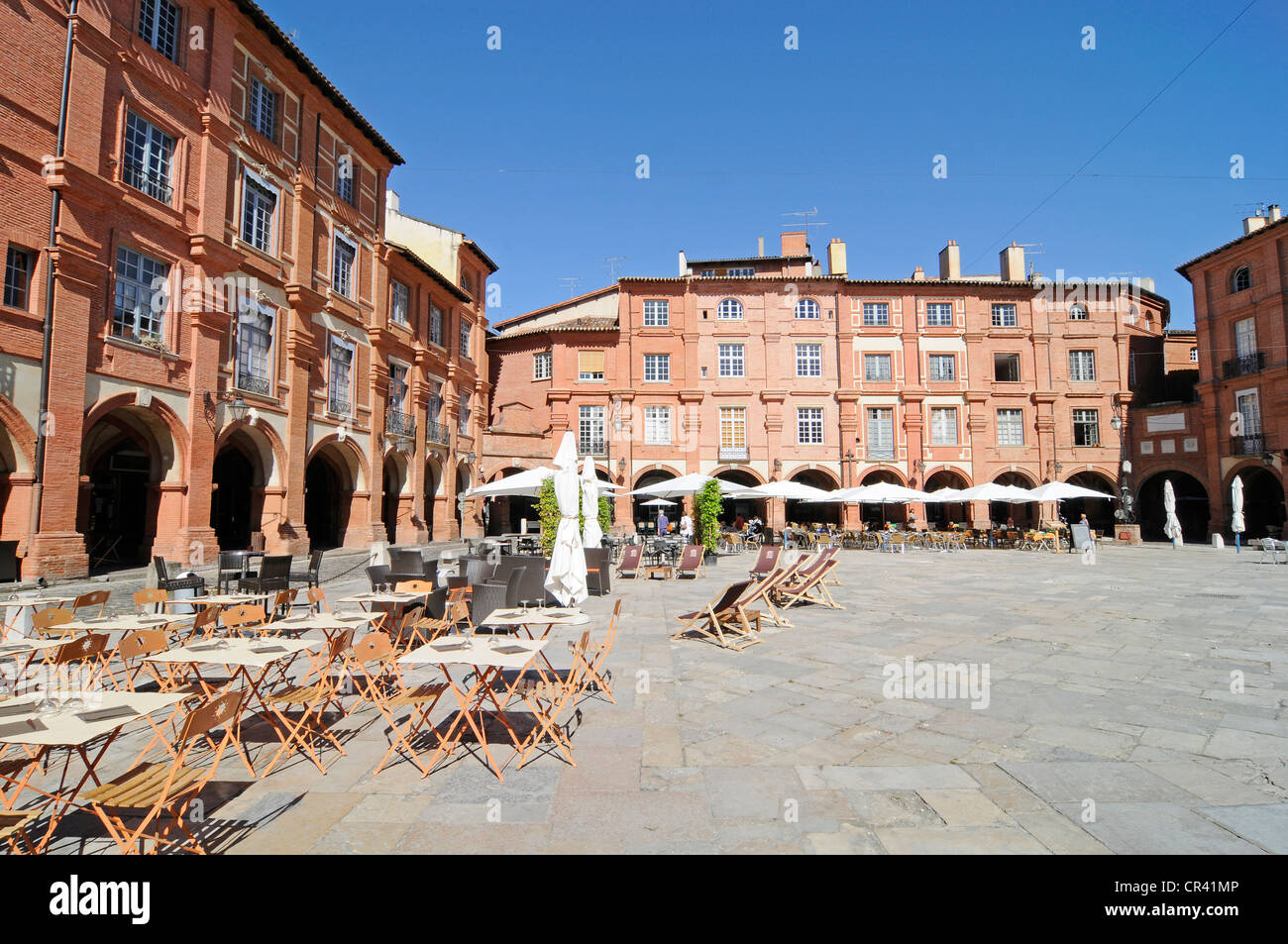 Street cafe, Place Nationale square, Montauban, Departement Tarn-et-Garonne, Midi-Pyrenees, France, Europe - Stock Image
