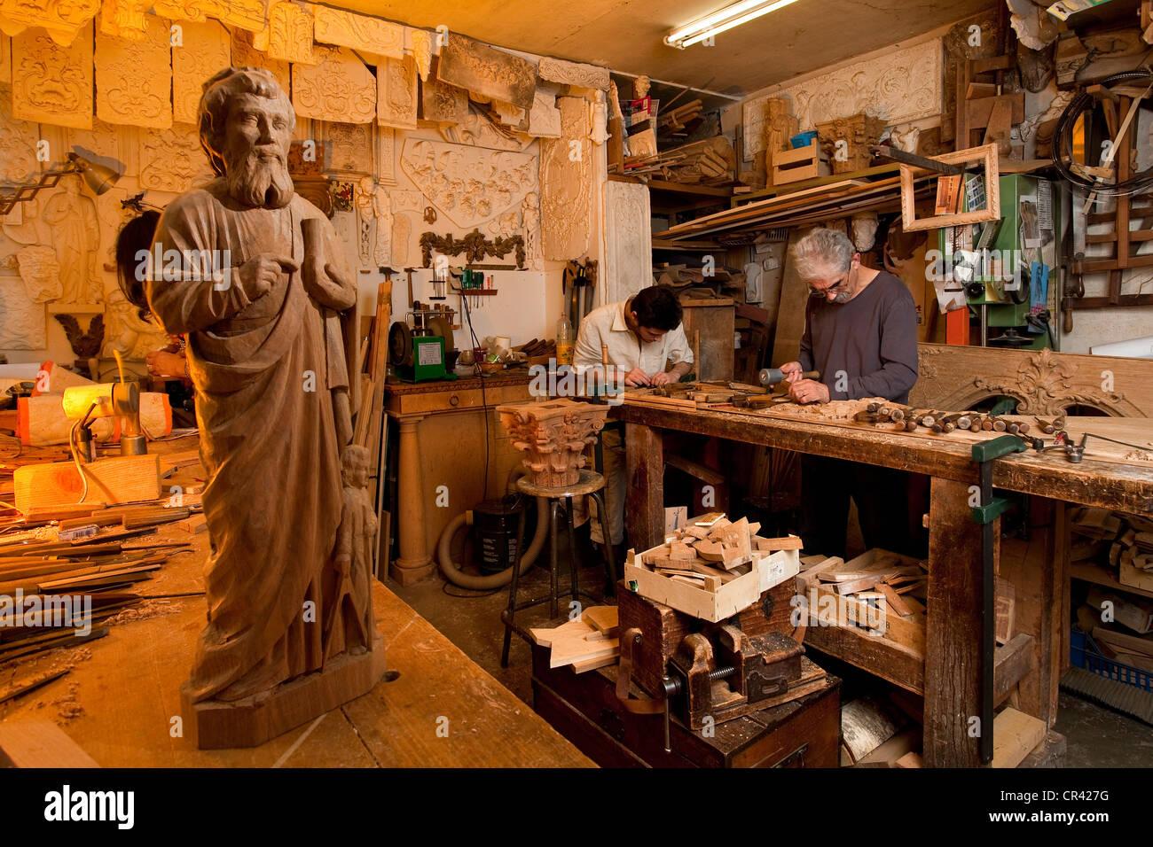 France, Paris, Vincent Mouchez, wood sculptor craftsman - Stock Image