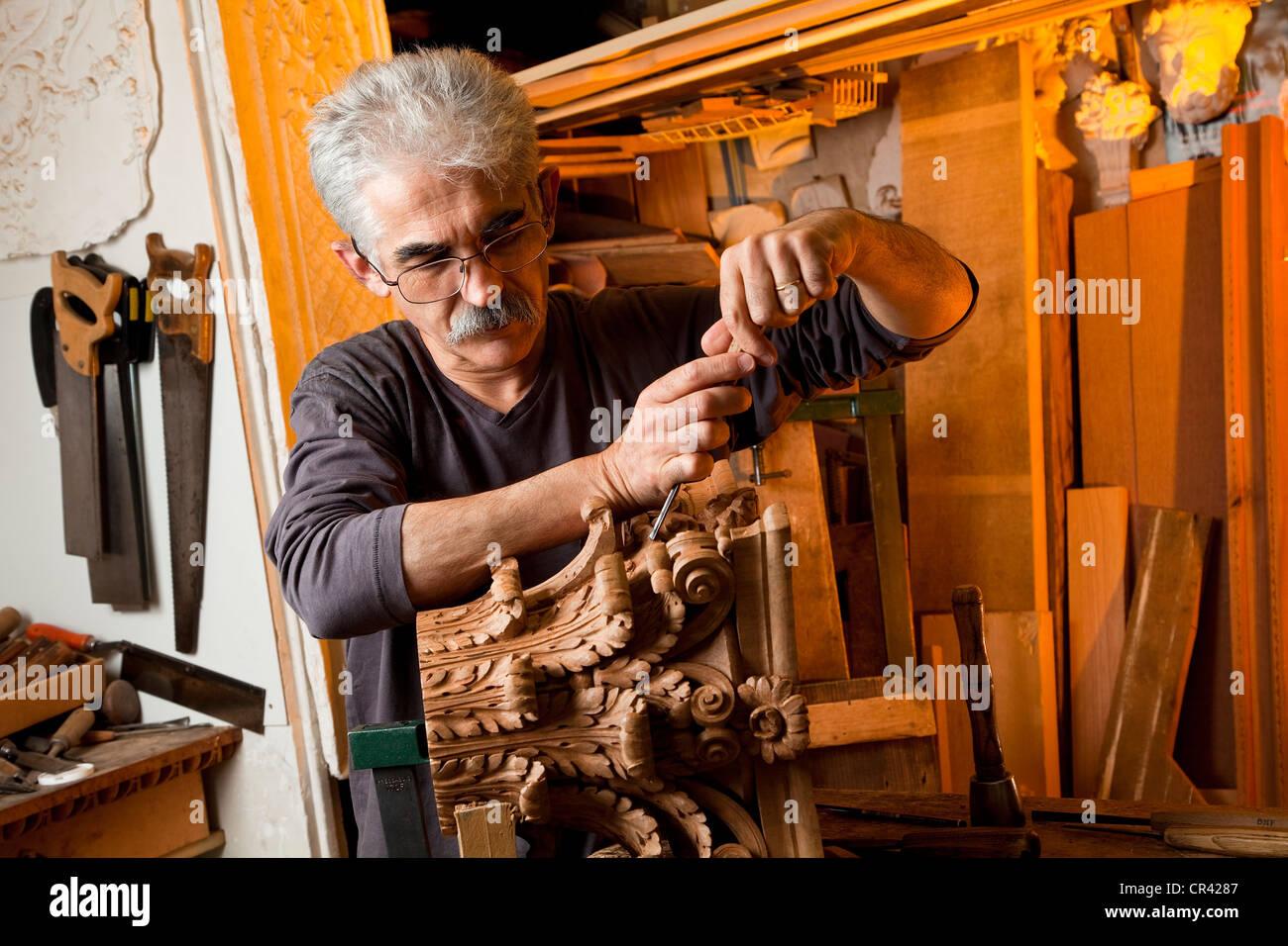 Wood Sculptor Stock Photos Wood Sculptor Stock Images Alamy