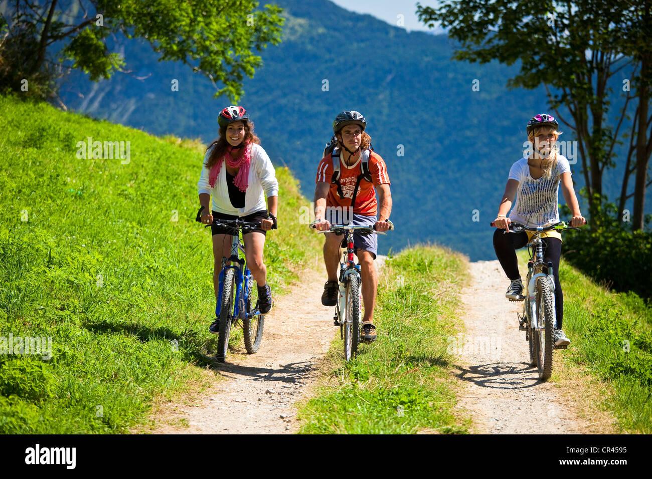 France, Savoie, Valmorel, mountain biking above Quarante-Planes - Stock Image