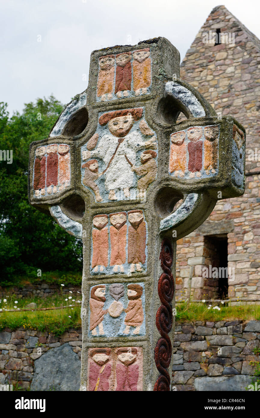 Irish Cross with an Early Christian chapel, reconstructed, Irish National Heritage Park, Wexford, County Wexford, - Stock Image