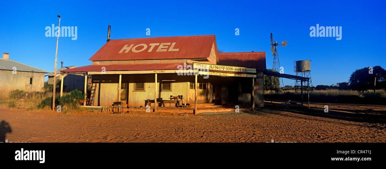 Australia, Northern Territory, ghost village and Junction Hotel at Ooraminna Bush Camp - Stock Image