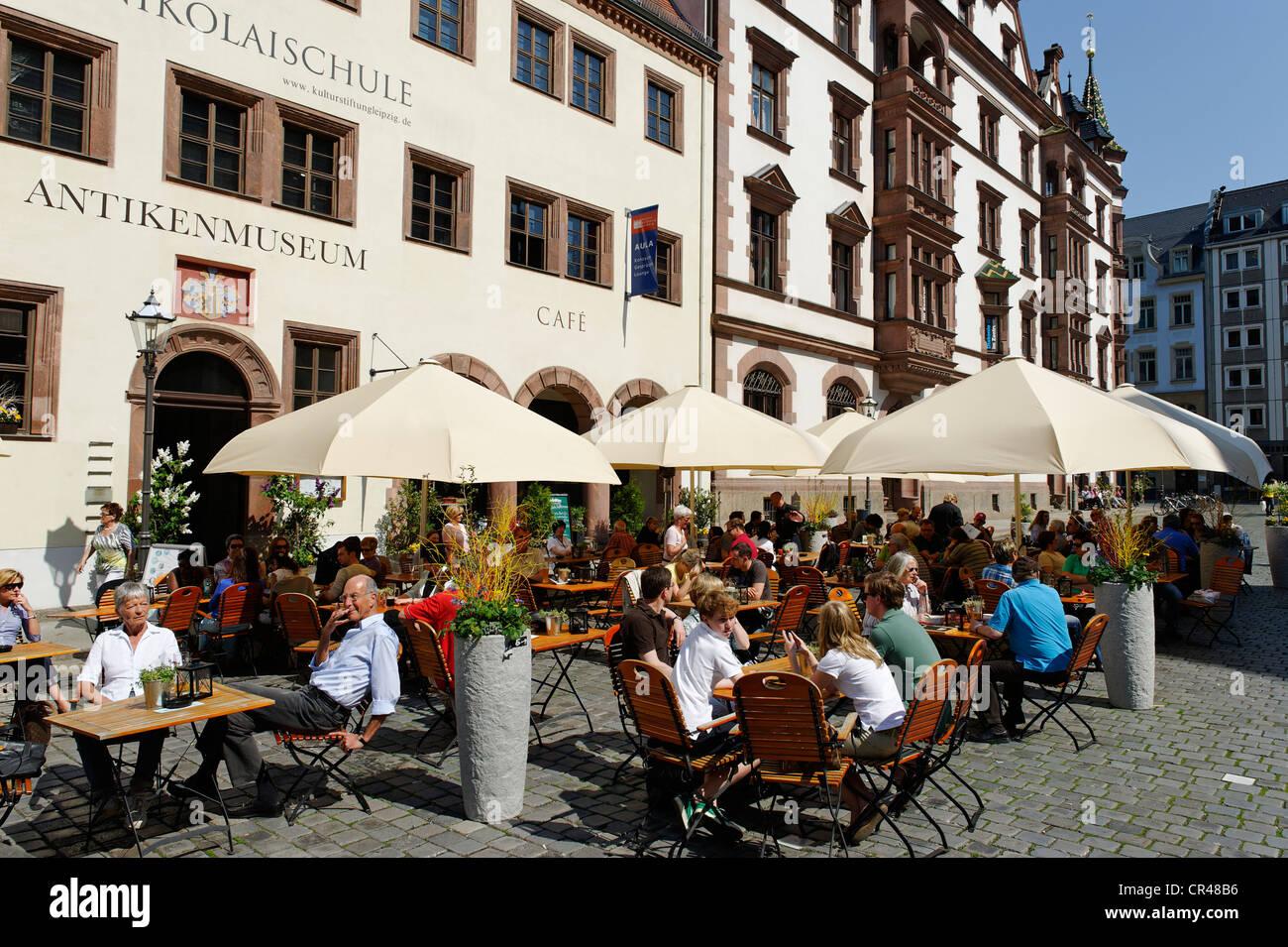 Restaurant terrace, Alte Nikolaischule, Nikolaikirchhof square, Leipzig, Saxonia, Germany, Europe - Stock Image