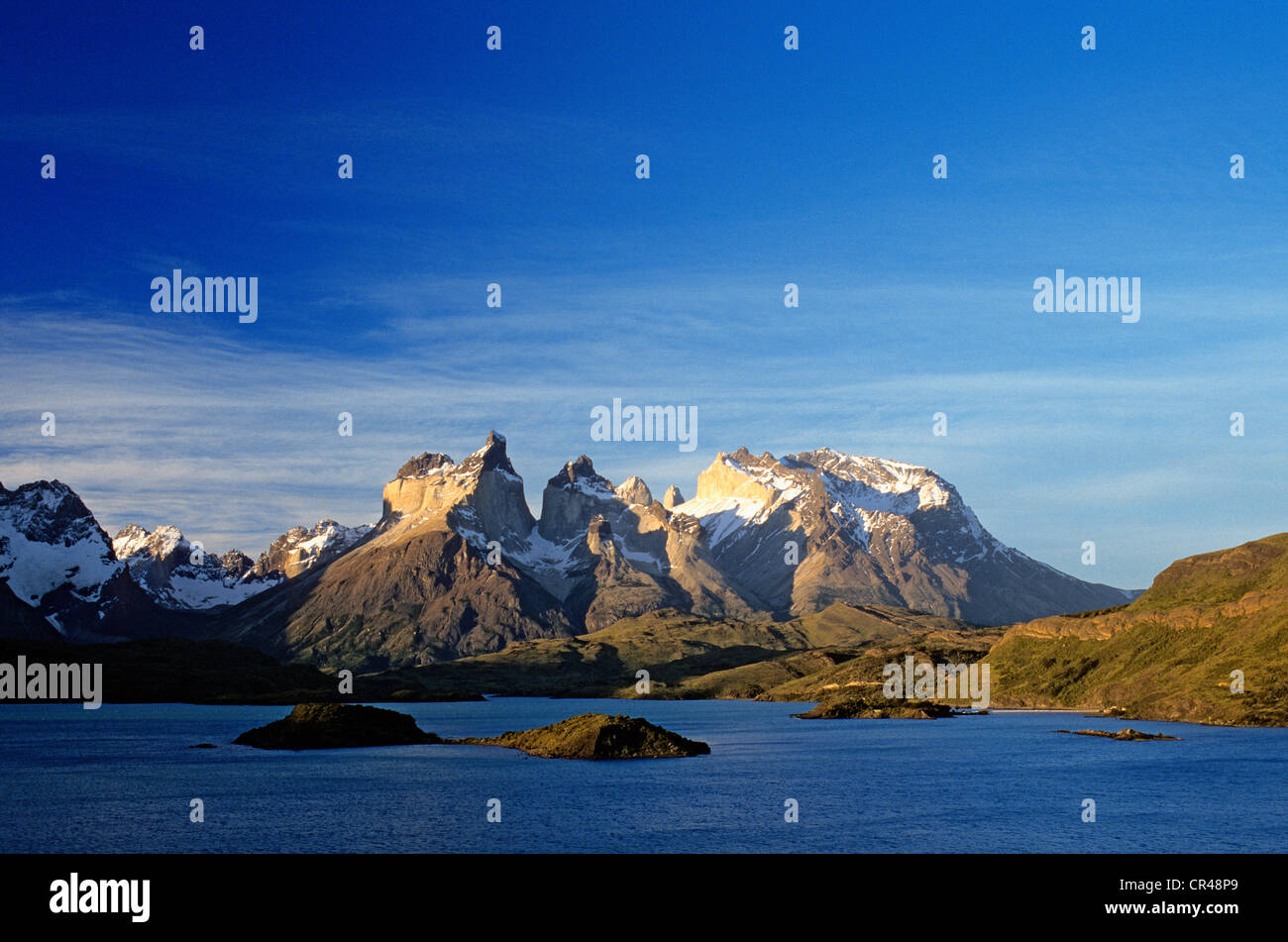 Chile, Magallanes and Antartica Chilena Region, Torres del paine National Park, Pehoe Lake and the massifs of Cuernos - Stock Image