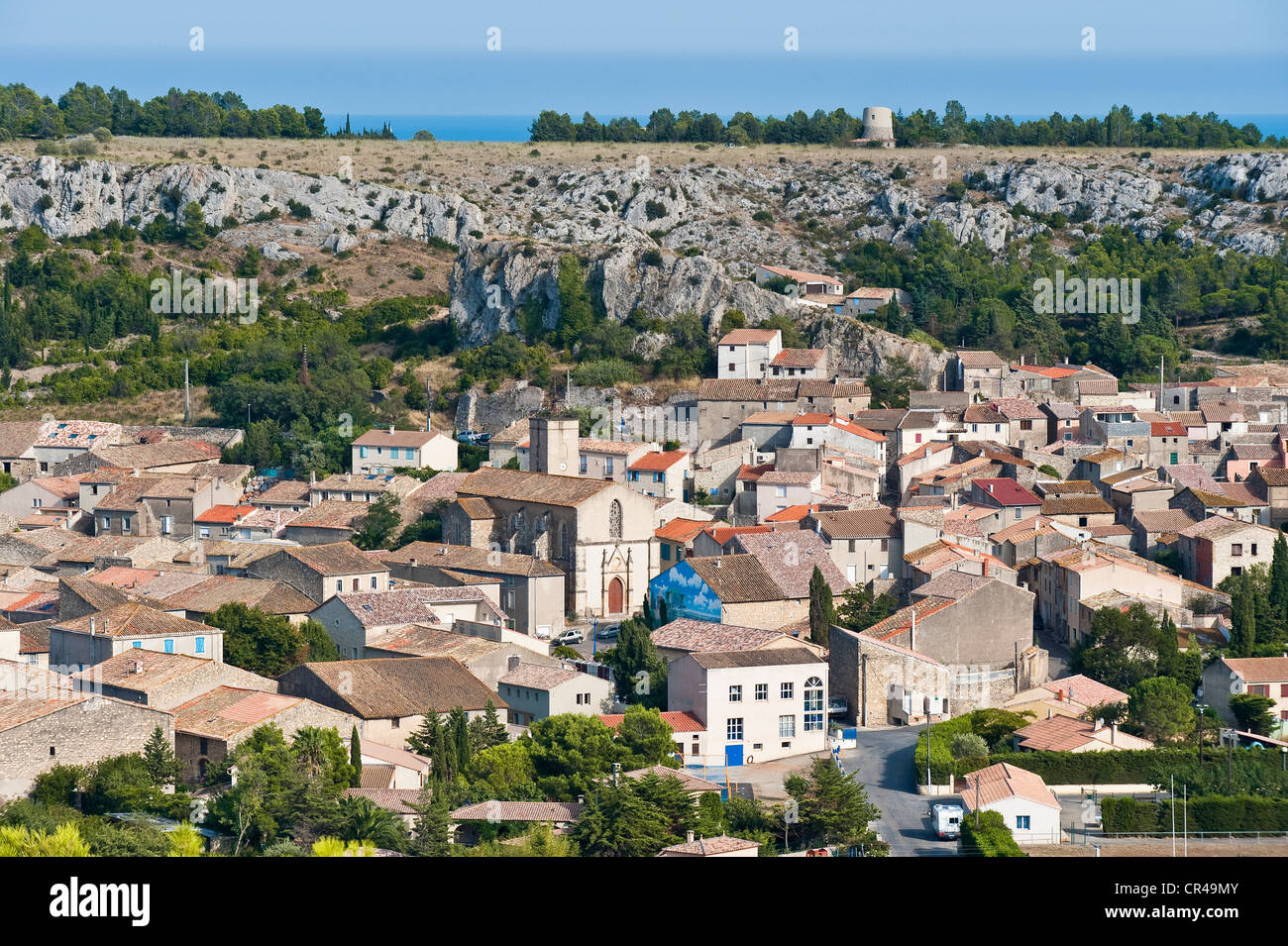 France, Aude, Corbieres, Roquefort des Corbieres, village and La Roque Cliff seen from St Martin Church - Stock Image