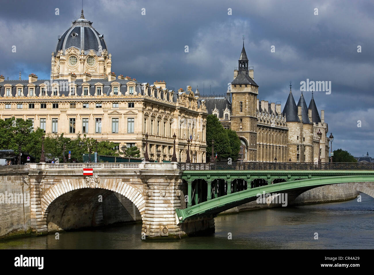 France, Paris, Seine river banks, UNESCO World Heritage, the Pont Notre Dame, the dome of the commercial court and - Stock Image