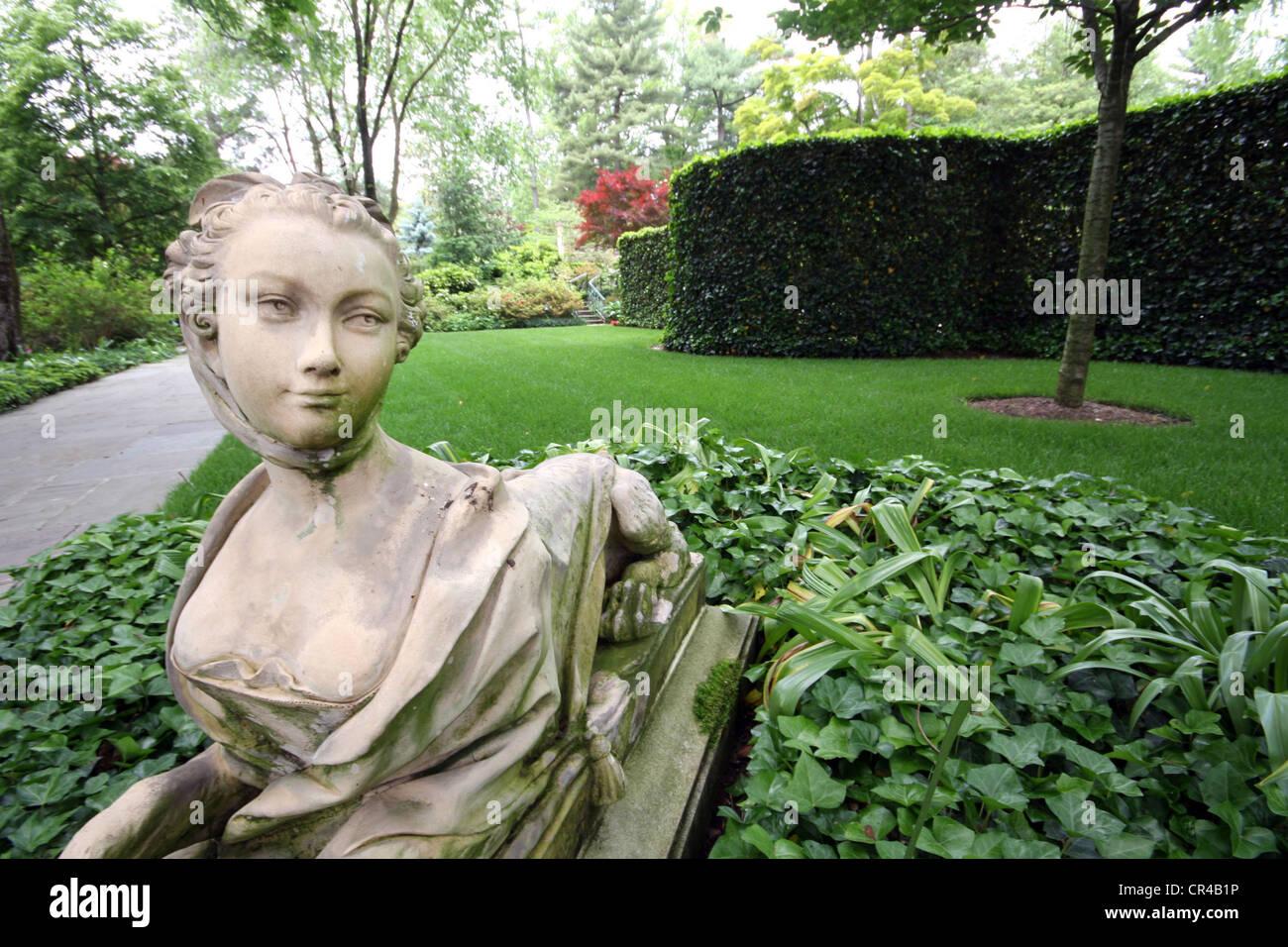 Garden statuary - Stock Image