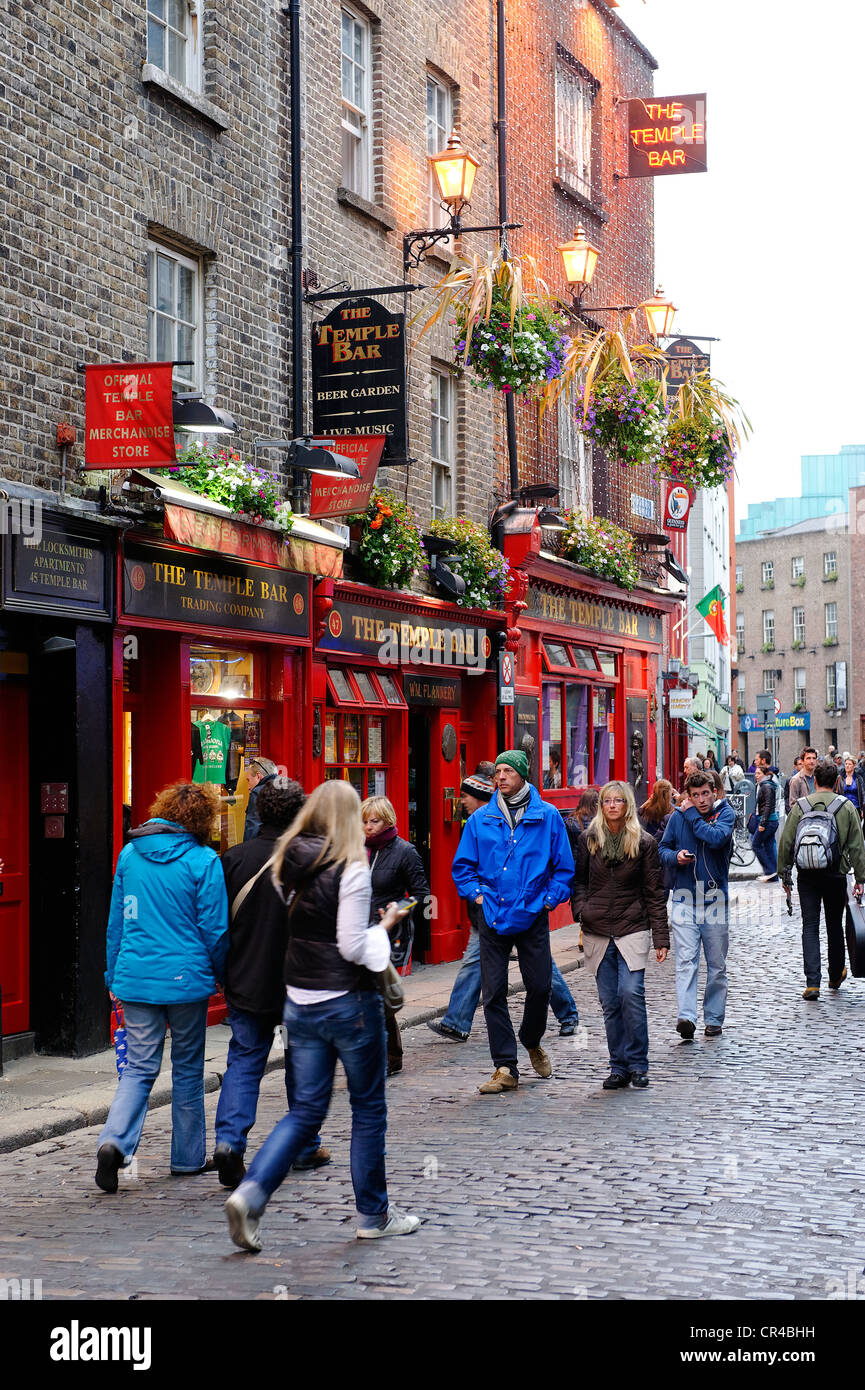 Street life, Crown Alley, Dublin, Republic of Ireland, Europe - Stock Image