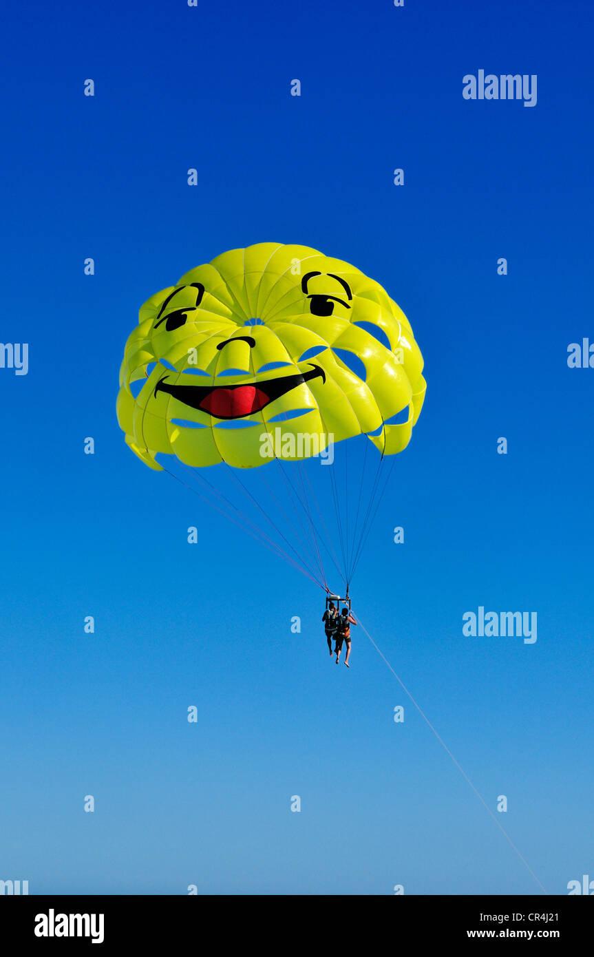 Tandem parachute at Nice, Nizza, Cote d'Azur, Alpes Maritimes, Provence-Alpes-Côte d'Azur, France, Europe - Stock Image