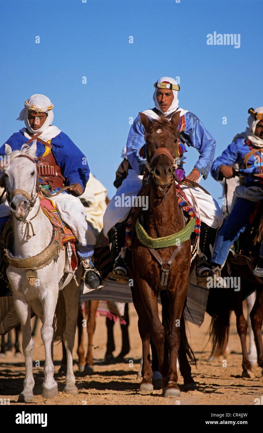 Tunisia Kebili Governorate Douz every year Desert Festival gathers musicians dancers for week of Fantasia Berber - Stock Image