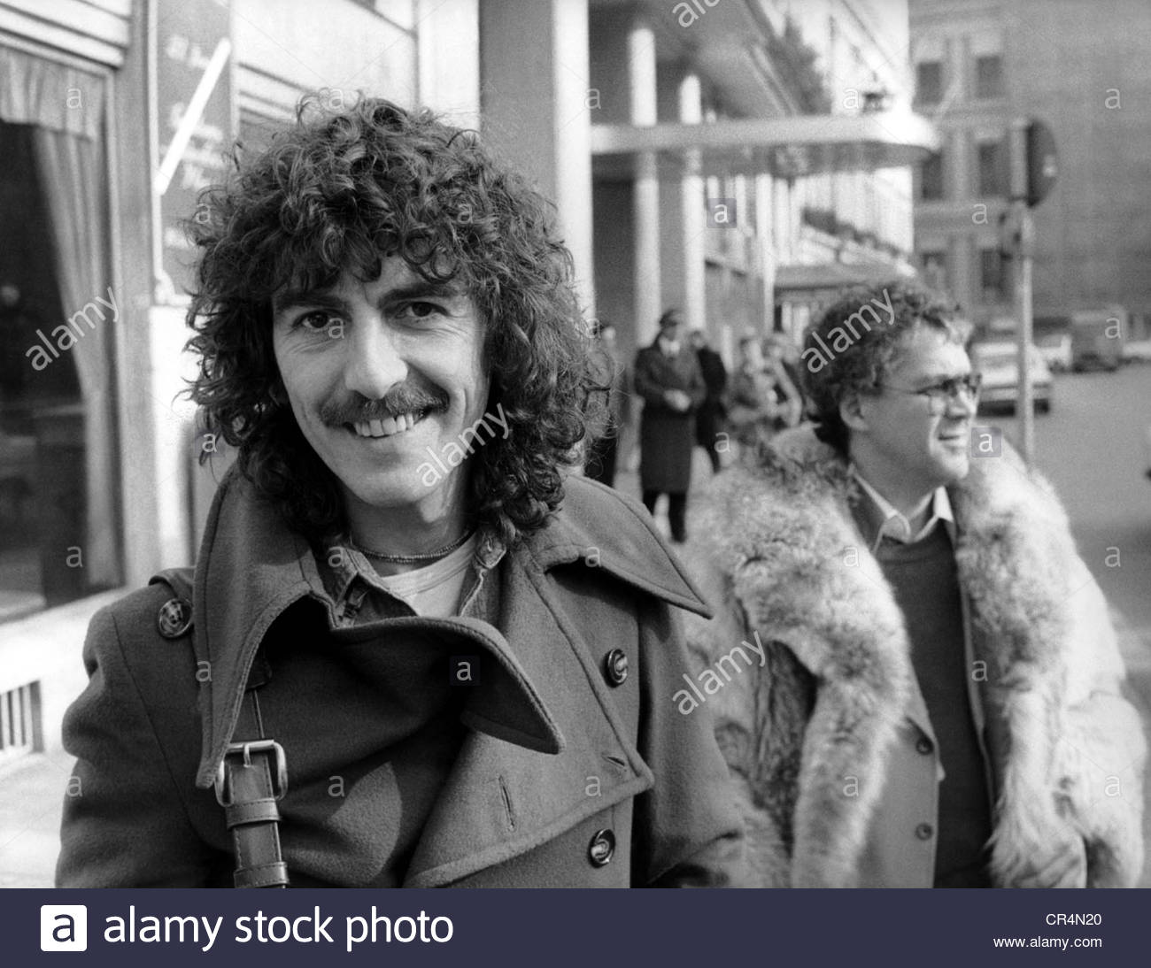 Harrison, George, 25.2.1943 - 29.11.2001, British musician and singer, half length, in front the the hotel Bayerischer - Stock Image