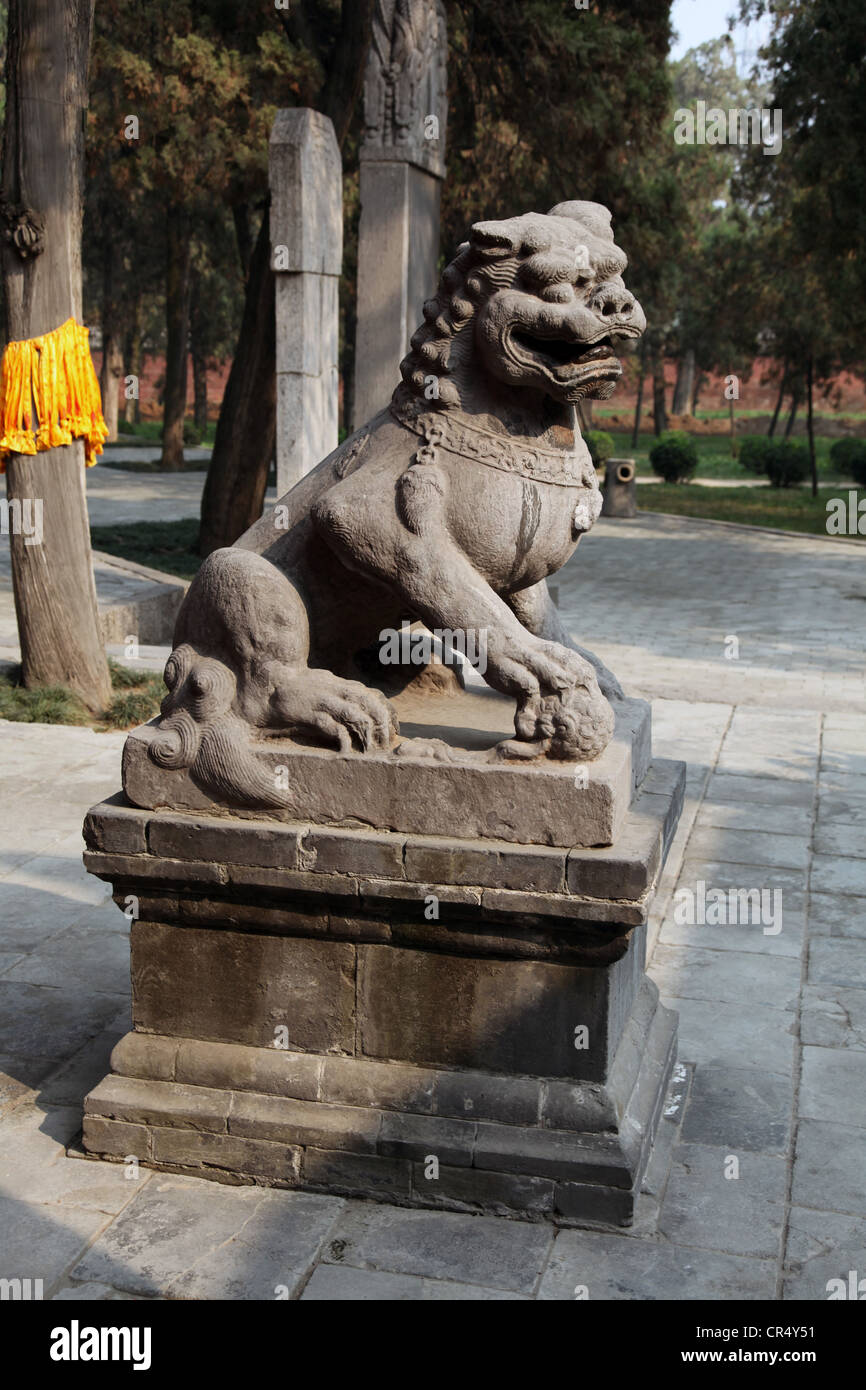 Its A Photo Of A Lion Or Tiger Statue At The Entrance Of A Shoaling