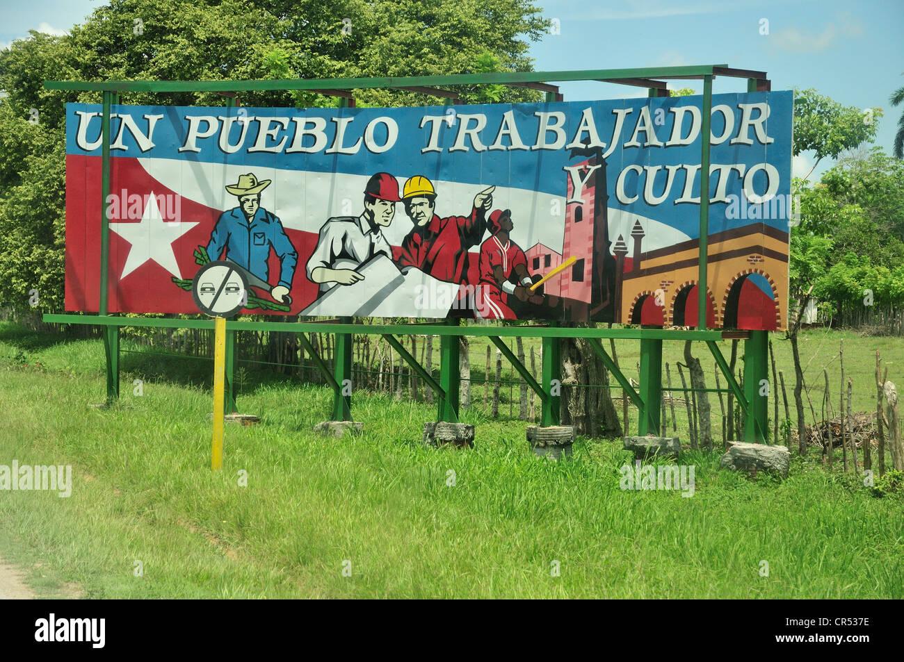 Revolutionary propaganda, Un pueblo trabajador y culto, An industrious and civilized people, near Las Tunas, Cuba, - Stock Image