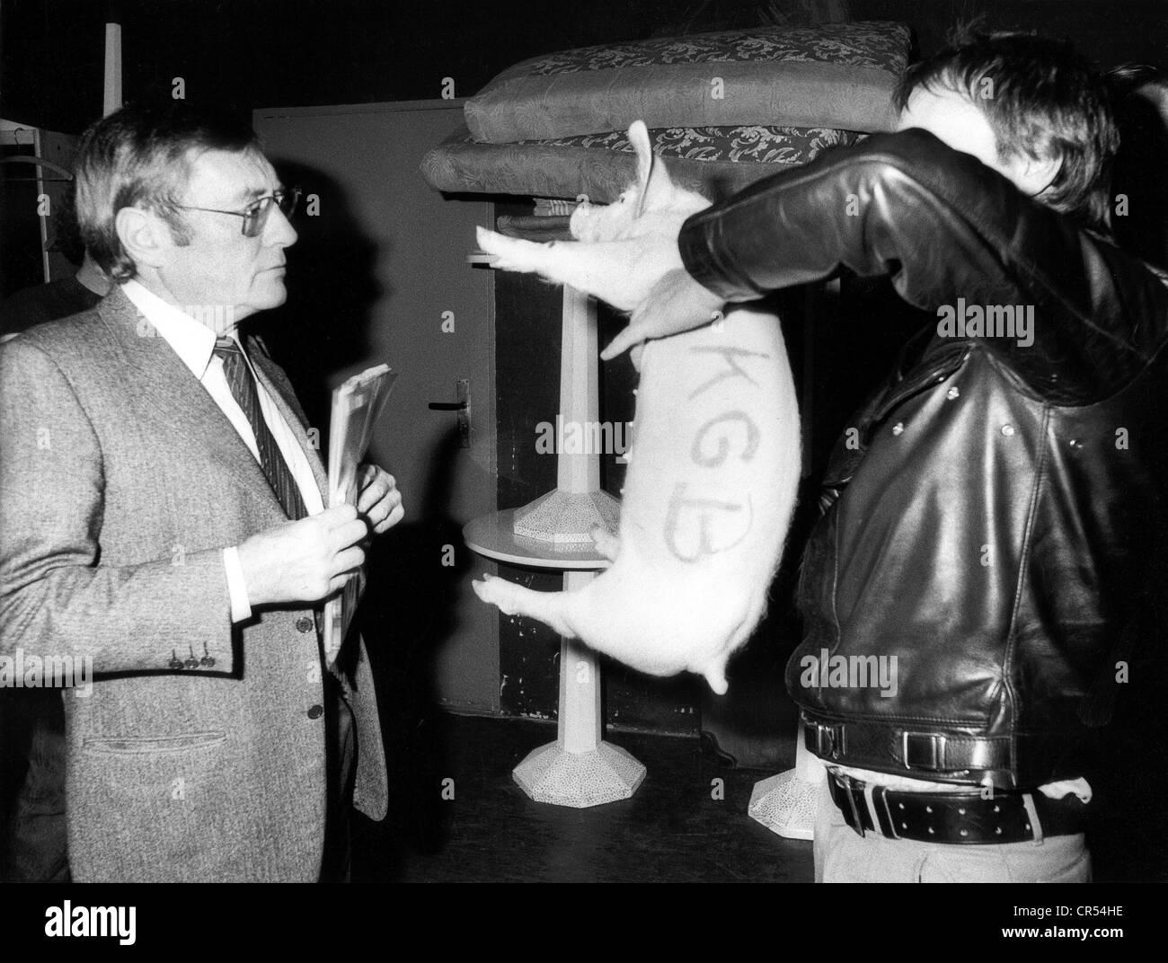 Augstein, Rudolf, 5.11.1923 - 7.11.2002, German journalist, editor of 'Der Spiegel', presentation, 'Speeches - Stock Image