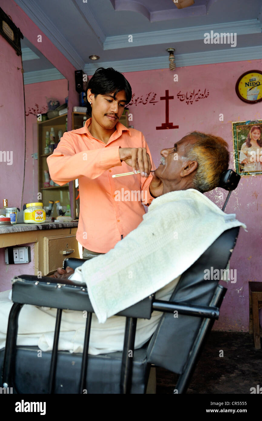 Hairdresser, Christian quarter of Youhanabad, Lahore, Punjab, Pakistan, Asia - Stock Image
