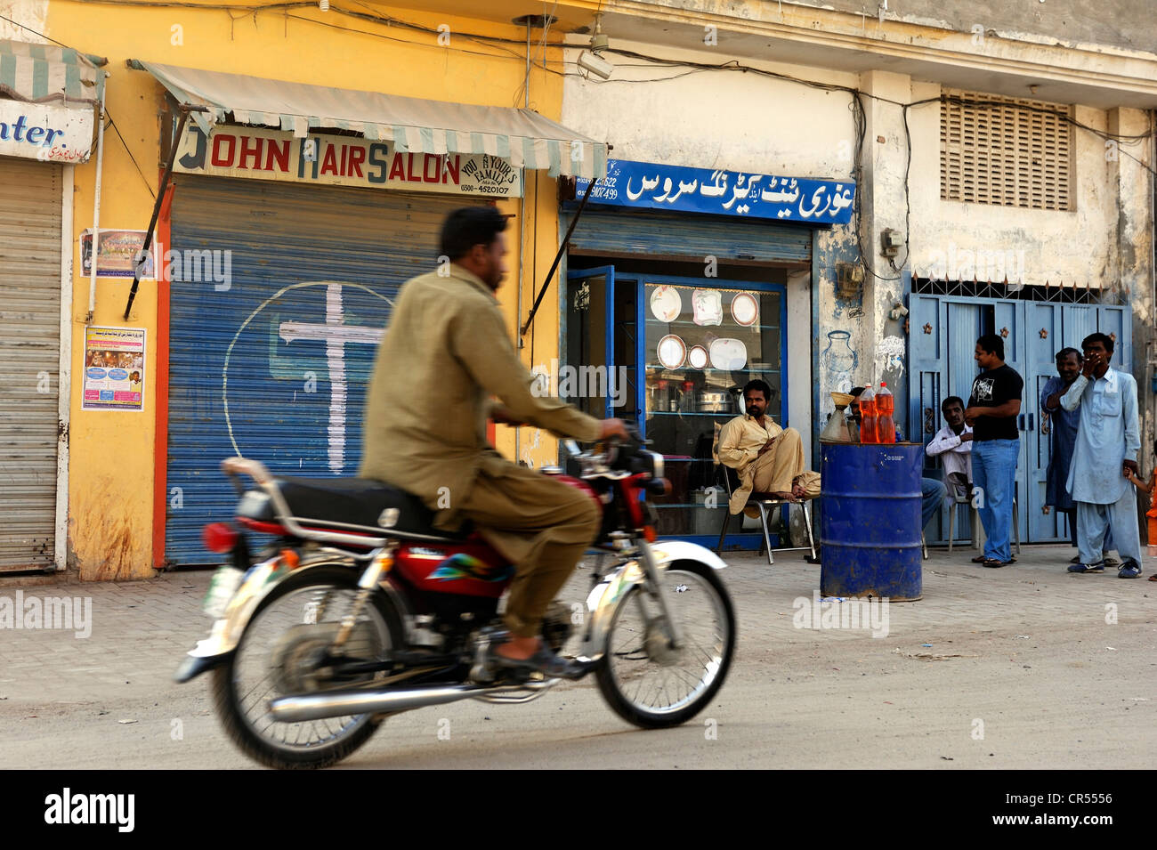 Street scene in the Christian quarter of Youhanabad, Lahore, Punjab, Pakistan, Asia - Stock Image