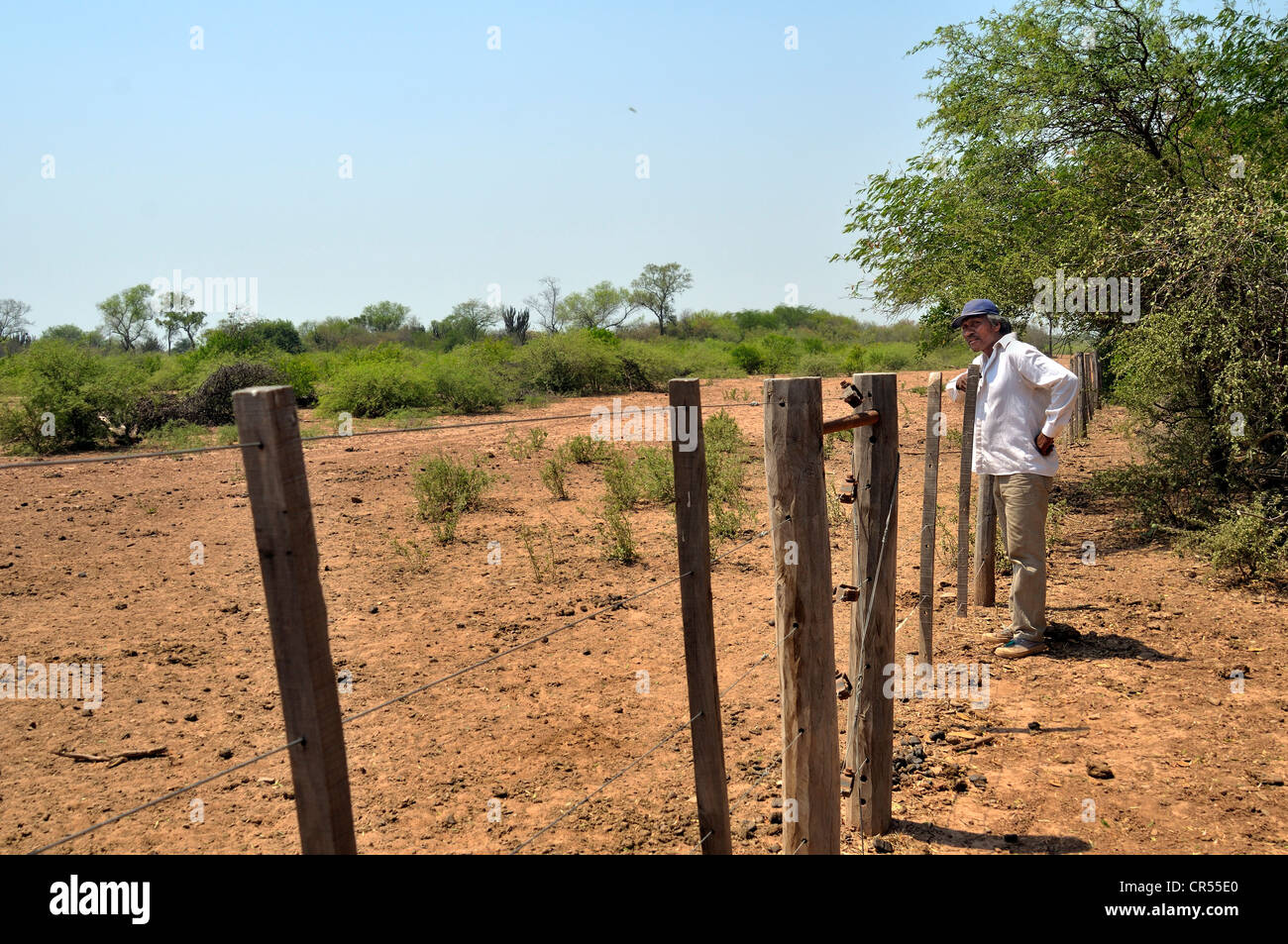 Land grabbing, major landowners have fenced off the land that once constituted the habitat of the Wichi Indians - Stock Image