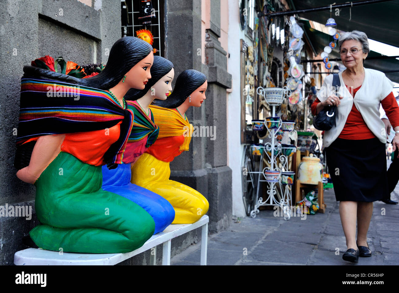 Traditional arts and crafts, kneeling figures of young indigenous women, Puebla, Mexico, Latin America, North America - Stock Image