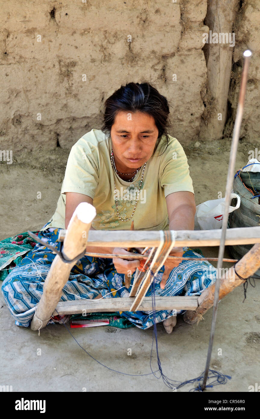 Traditional arts and crafts, woman weaving a ribbon from fibers of chaguar plants, indigenous community of Santa - Stock Image