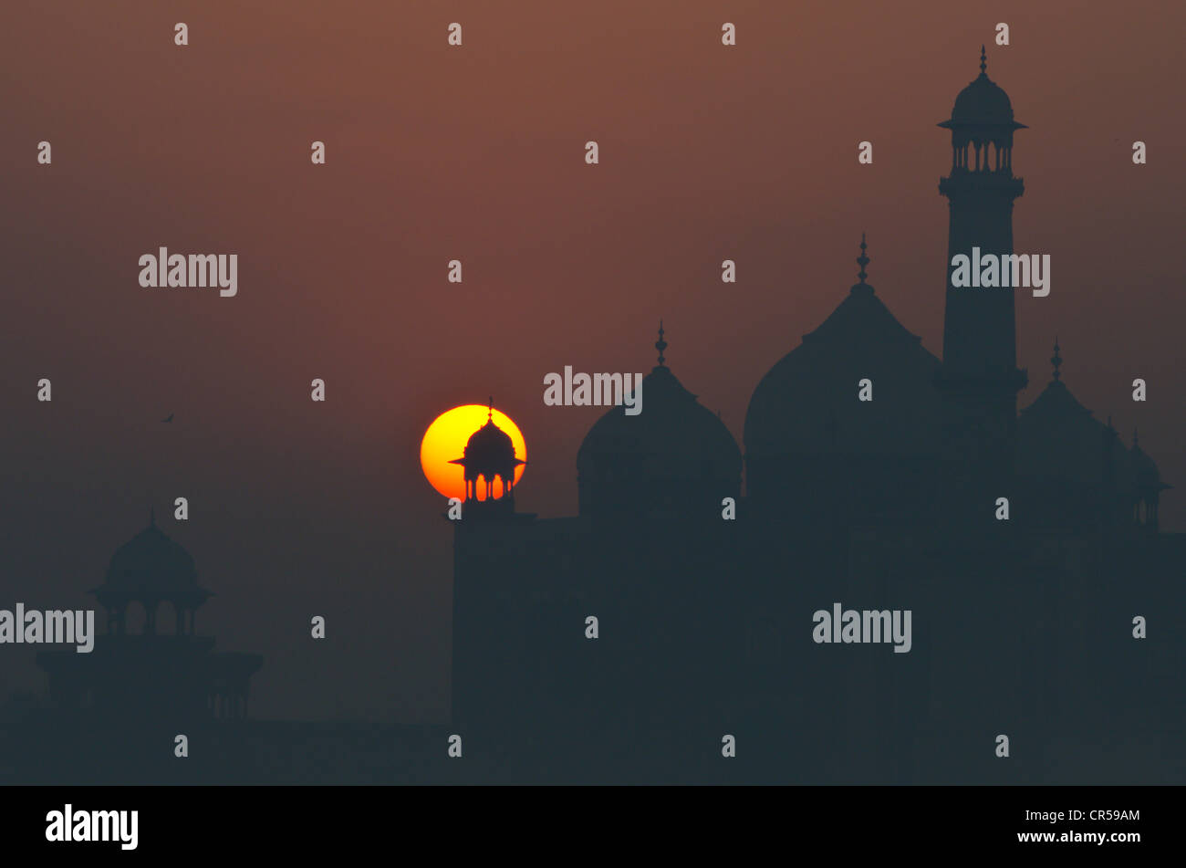 Taj Mahal, UNESCO Worl Heritage Site, against sunrise, Agra, Uttar Pradesh, India, Asia - Stock Image