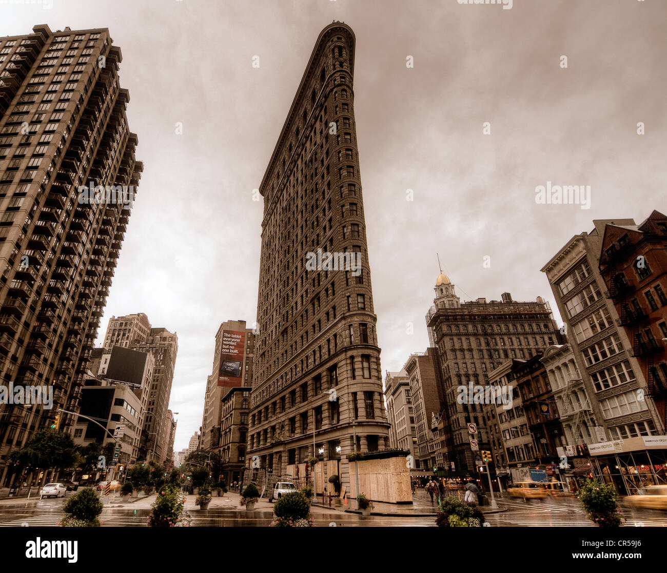 The Flatiron Building in New York City on a cloudy day. - Stock Image