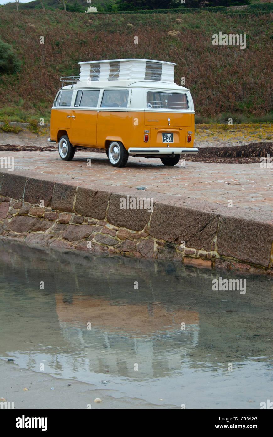 Bay window VW camper van - Stock Image
