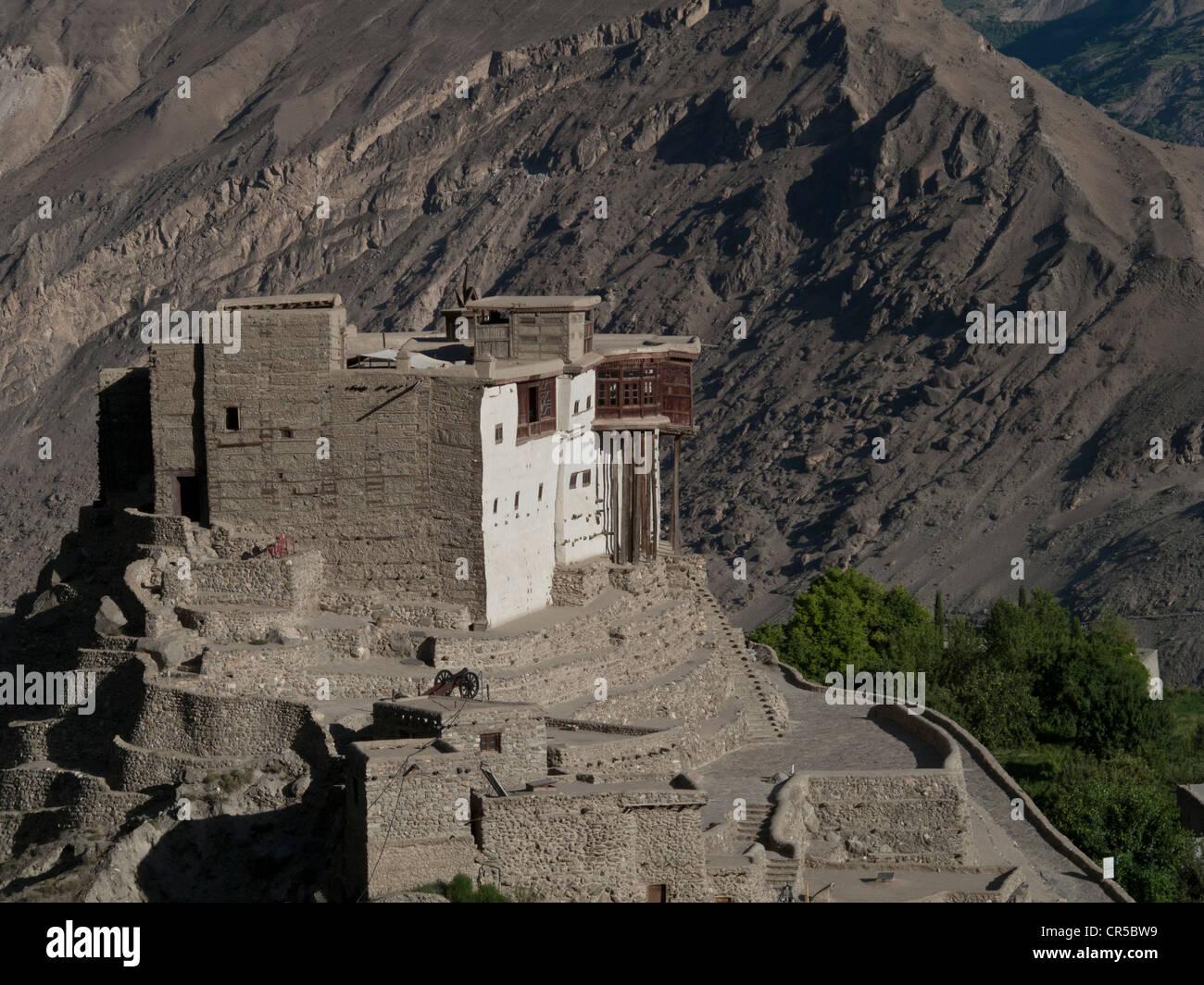 The old Fort of Karimabad overlooking the Karakorum Highway, North West Frontier, Pakistan, South Asia - Stock Image