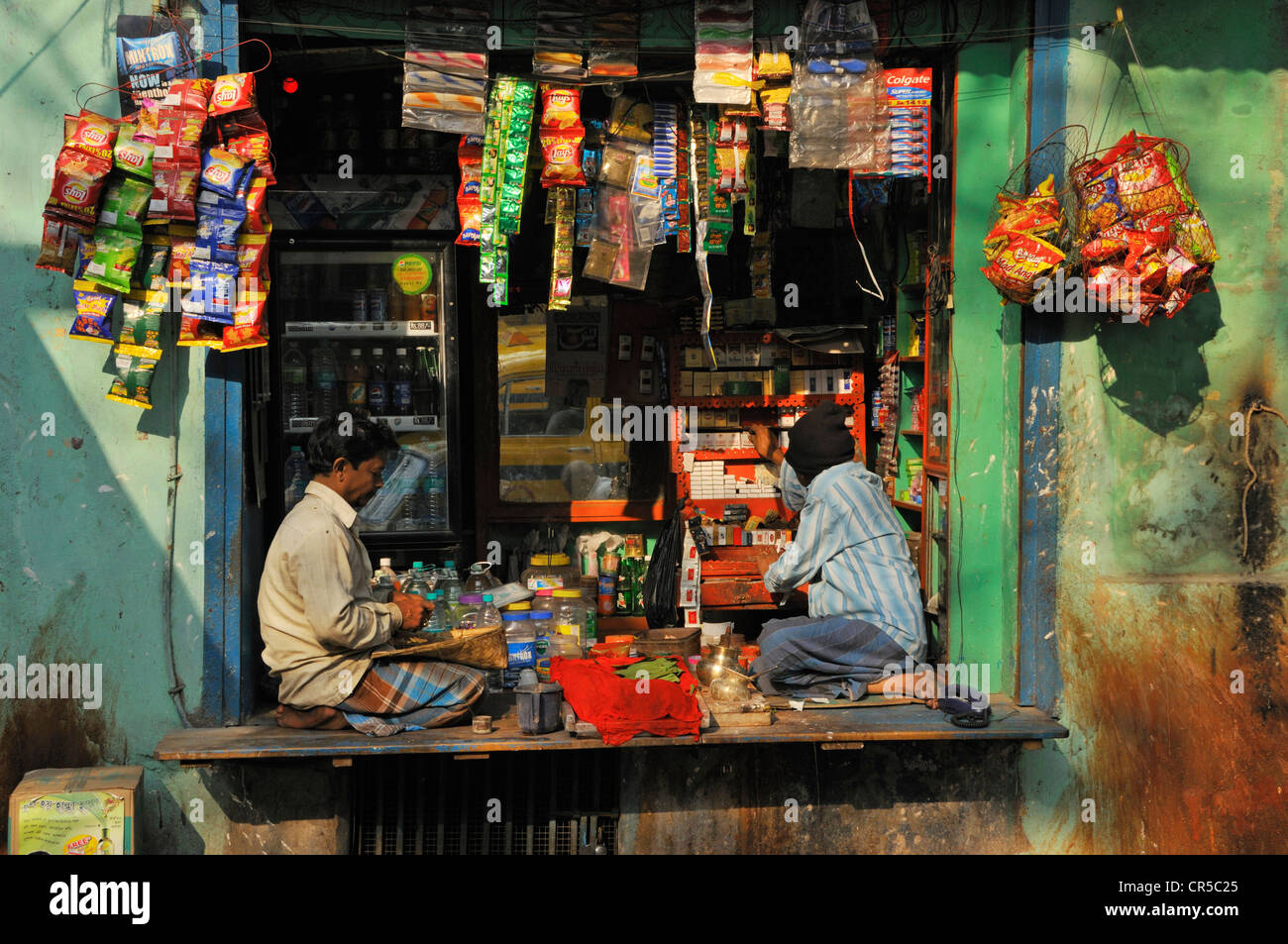 India, West Bengal State, Calcutta (Kolkata), betel nut and tobacco seller - Stock Image