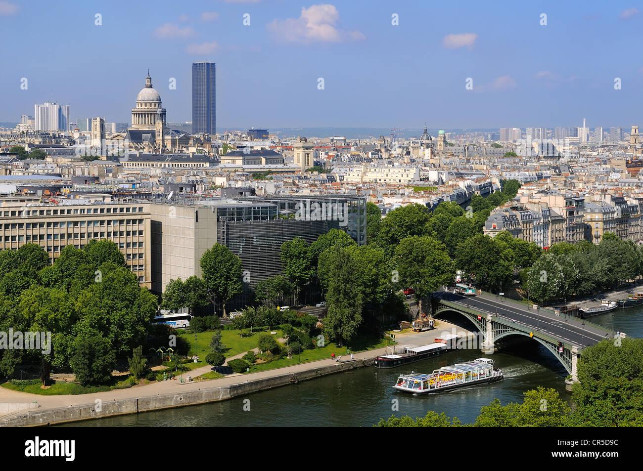 France, Paris, the banks of the Seine River UNESCO World Heritage, the Arab World Institute (Institut du Monde Arabe) - Stock Image