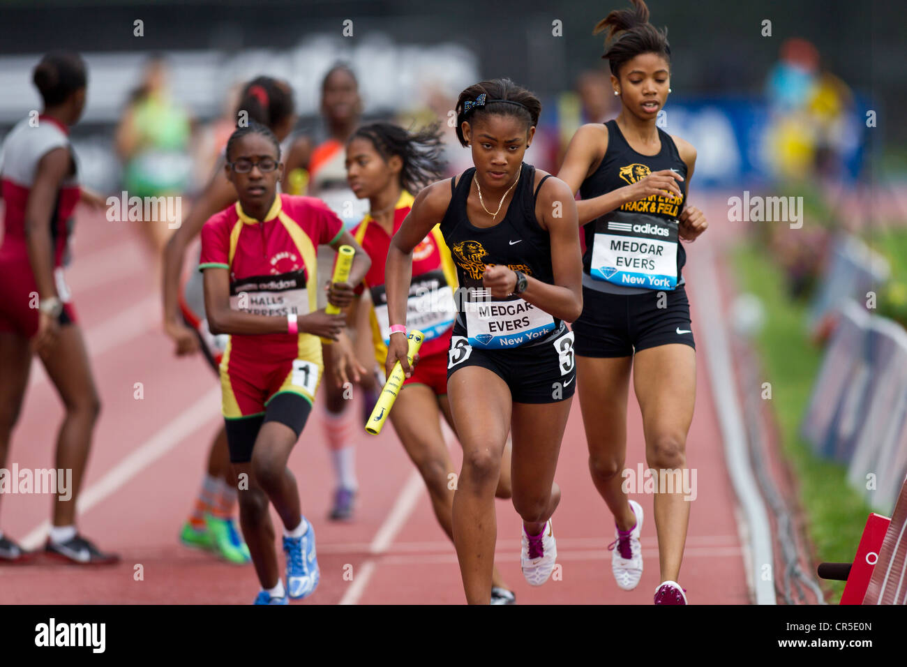Medgar Evers prep competing in the Youth Girls' 4x400m Relay at the 2012 NYC Grand Prix - Stock Image