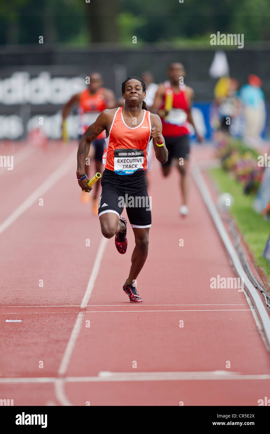 Executive Track Club competing in the Metro Men's' 4x400m Relay at the 2012 NYC Grand Prix - Stock Image