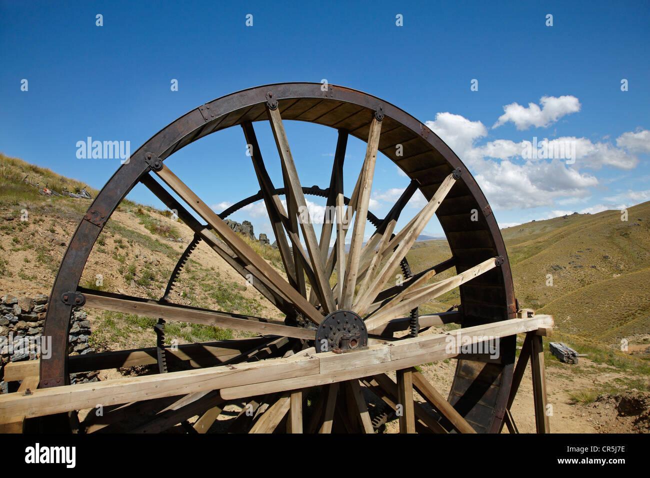 Historic Waterwheel, Young Australian Gold Mine, Carrick Range, near Bannockburn, Central Otago, South Island, New - Stock Image
