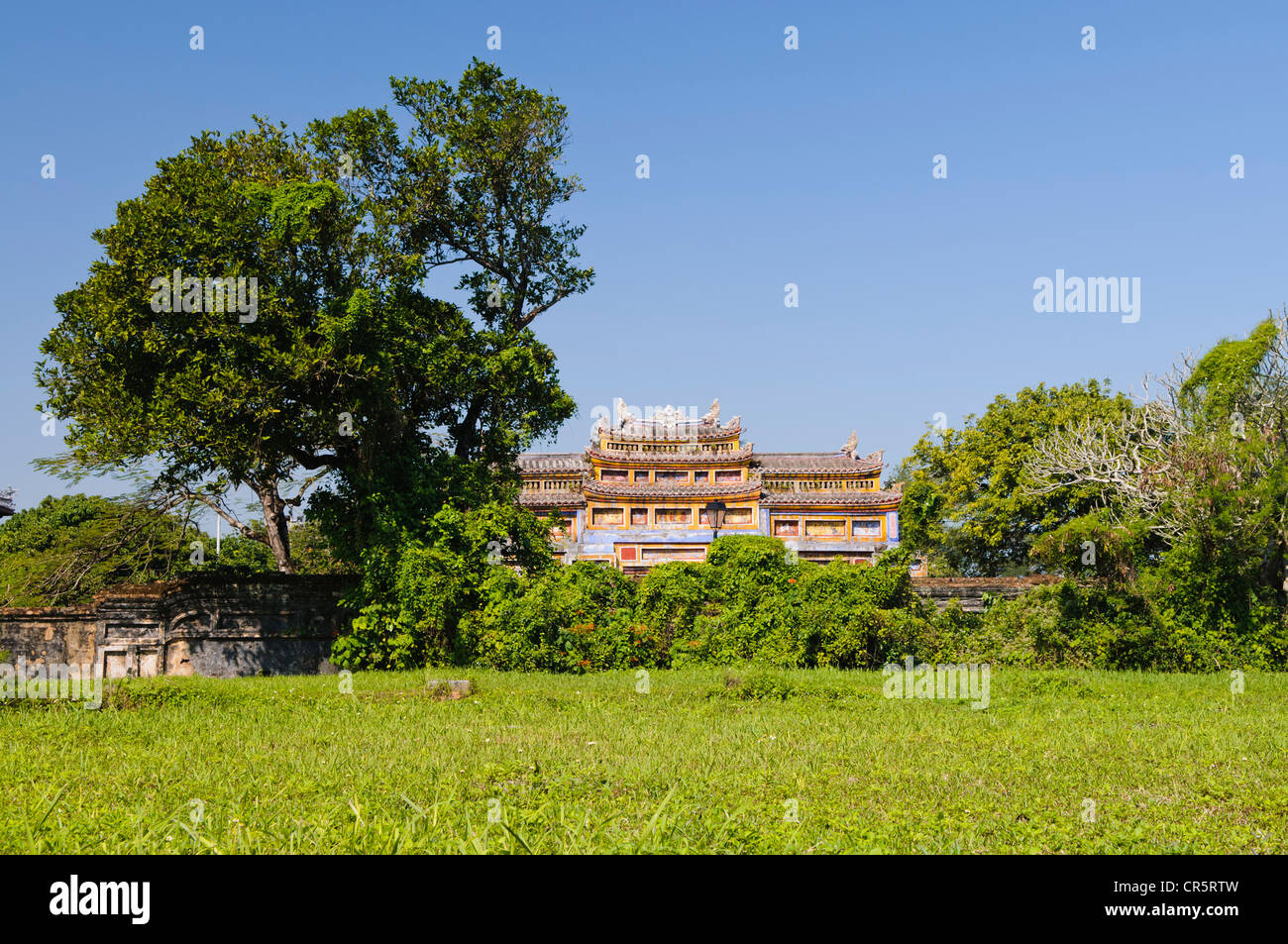 Lawn in front of the gate to the Temple of Generations, The Mieu, Thai Hoa Palace Complex, Hoang Thanh Imperial - Stock Image