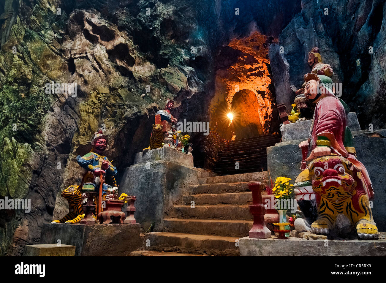 Entrance to Huyen Khong cave, protective deities, guardian figures, Marble Mountains, Ngu Hanh Son, Thuy Son, Da - Stock Image