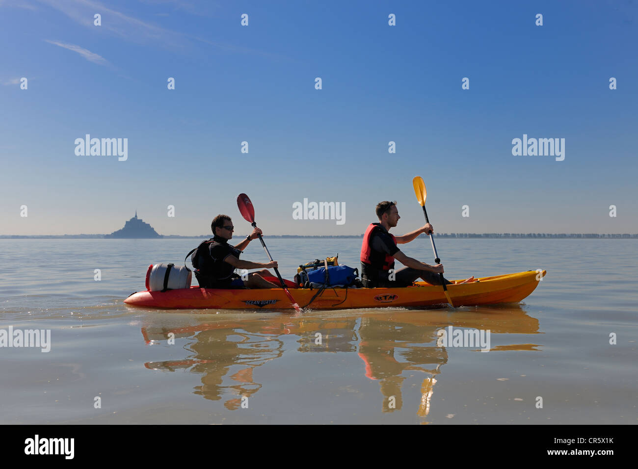 France, Manche, crossing the Bay of Mont Saint Michel in kayak - Stock Image