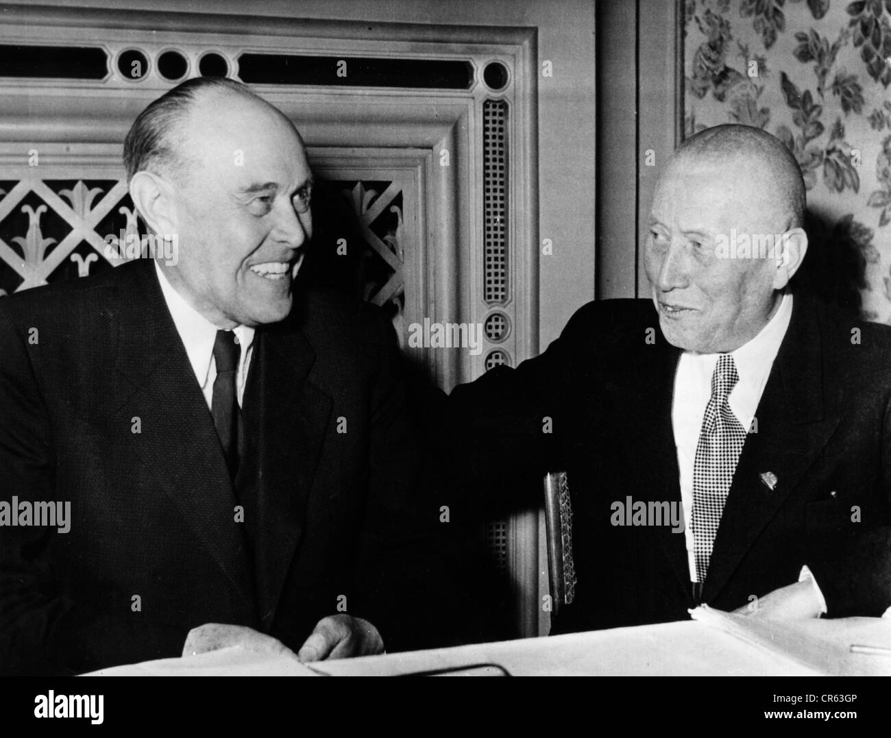 Kesselring, Albert  30.11.1885 - 16.7.1960, German general, president of Stahlhelm, with Dr. Lehmann, Gau Leader - Stock Image